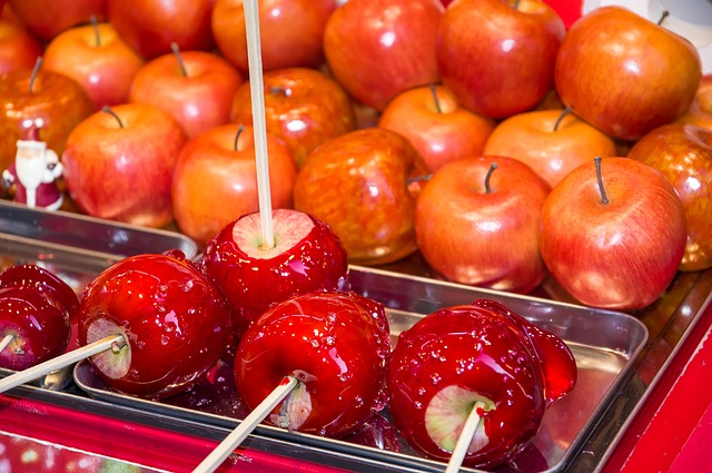 9 Amazing Candy Buffet Themes - Candied Fresh Apples Buffet