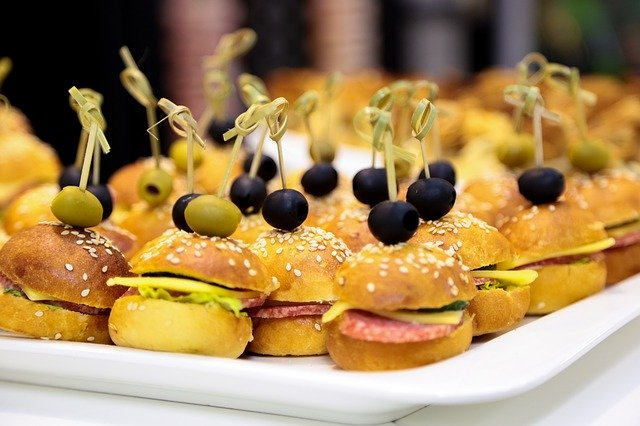 15 Delicious and Healthy Kids Party Food - Mini Burgers